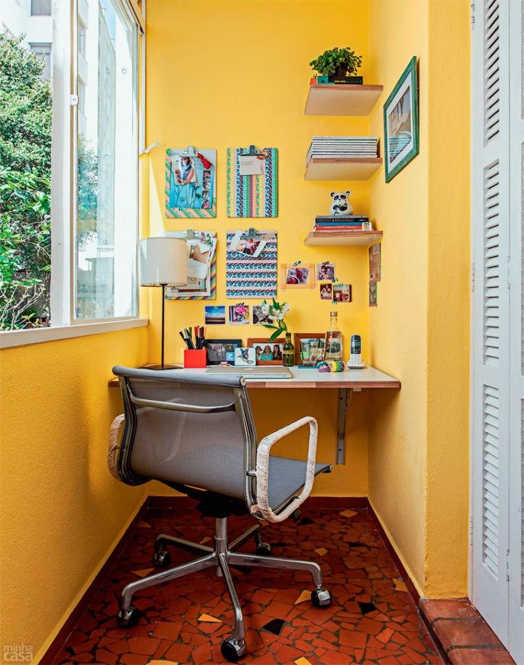 02-home-office-foi-parar-na-varanda-do-apartamento